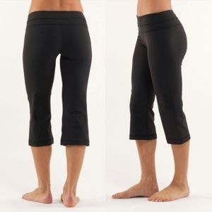 Lululemon black reversible cropped yoga pants